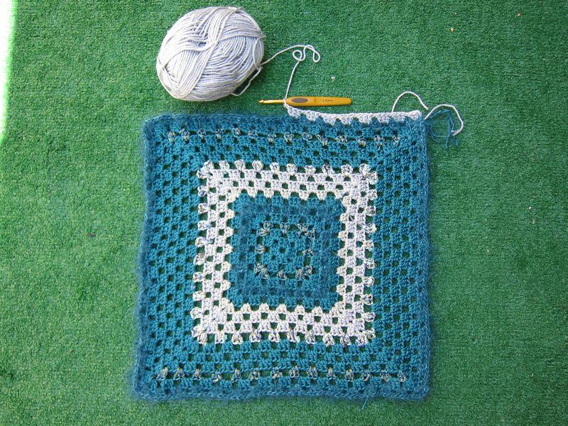 Giant granny square challenge 033